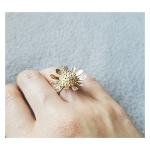 Jewelry - Silver Daisy Ring Size 6